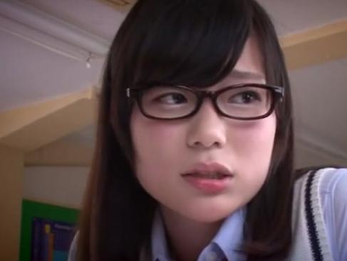麻宮まどか 制服姿や部活チェアガール姿で学校でエッチする美少女JK