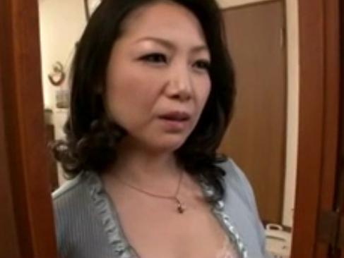 沢村麻耶|夫が挿れてくれなくてオナニーをしてたら息子に見つかり縛られて中出しされる熟女人妻
