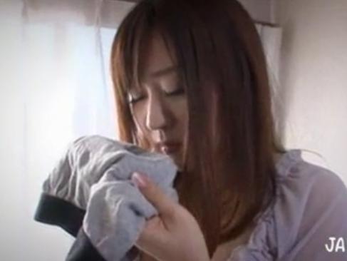 青山菜々|義母の汗ばむ胸元に魅せられて|義理の息子のパンツを匂う巨乳若妻
