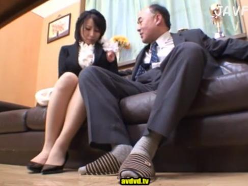 人妻|裏口入学でエロい校長に体を許して次第に要求がエスカレート!食われる美熟女